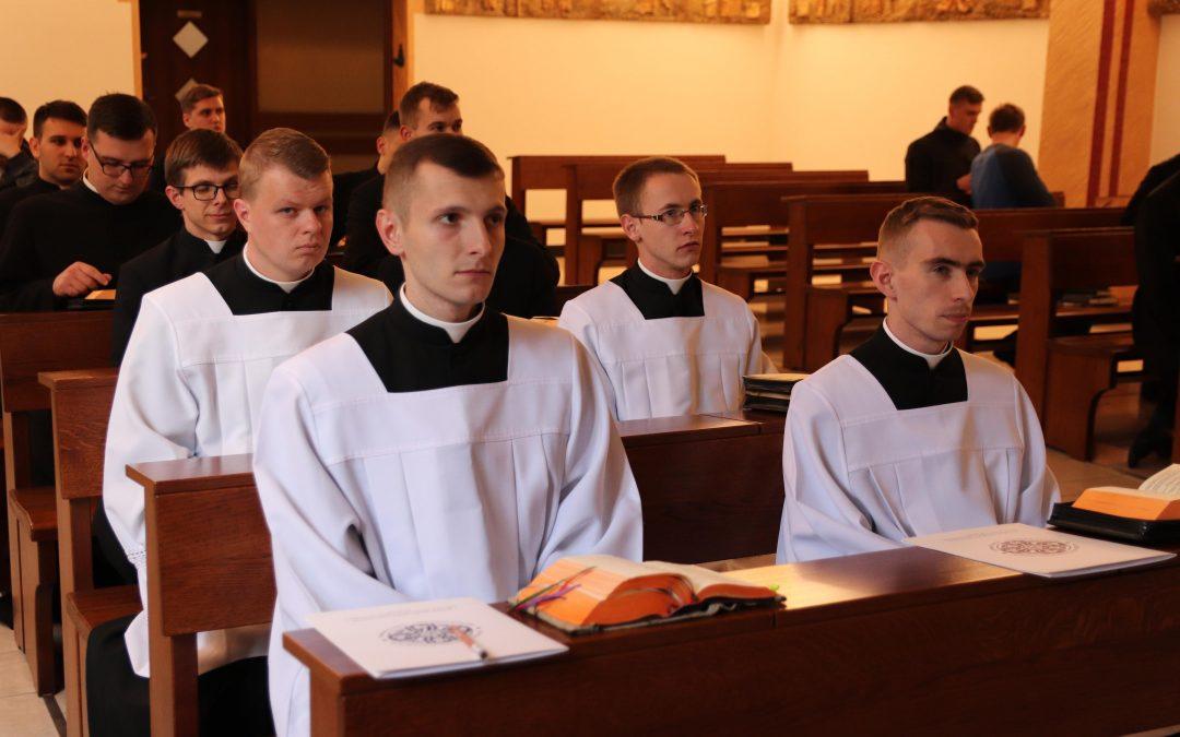 Wyznanie wiary kandydatów do święceń diakonatu
